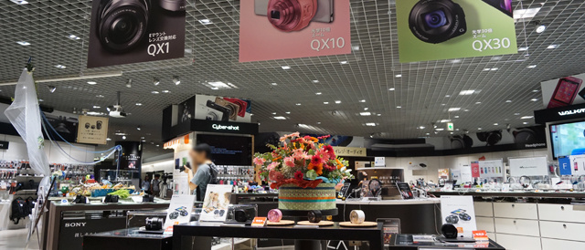 ソニーストア大阪で、レンズスタイルカメラ「ILCE-QX1」をいじってみた。