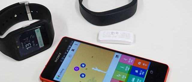 SmartBand とSmartWatch 3「SWR50」を二つ付けてるとライフログがえらい事になるので、イッコにしなさい。