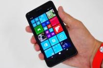 Windows Phoneの「Lumia 640」の外観をみてみよう。