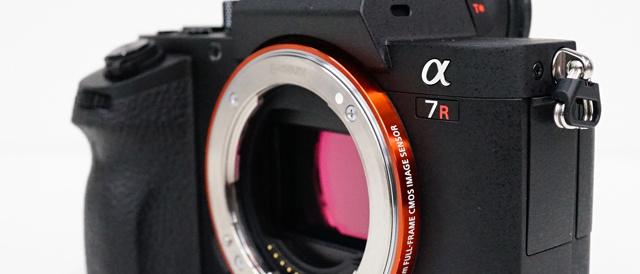 35mmフルサイズミラーレス一眼カメラ「α7RⅡ」、外観レビュー。