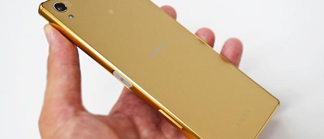 日本未発売Goldカラーのグローバルモデル「Xperia Z5 Premium (E6853)」と、「Xperia Z5 Dual (E6683)」のGoldカラーと比べてみた。他、技適の有無も確認。