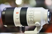 G Master 望遠レンズ 「SEL70200GM」にソフトウェアアップデート(Ver.05)。遠景に対して絞り込んだ場合のコントラストAF精度を改善。
