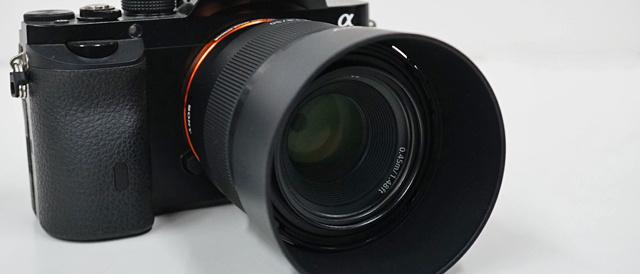 フルサイズと明るいレンズの組み合わせで背景ボケを楽しめる、単焦点レンズ(FE 50mm F1.8) 「SEL50F18F」
