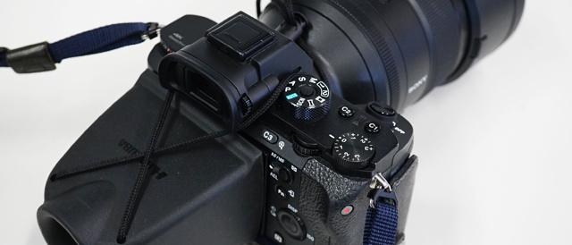 屋外でもカメラの液晶モニターをきちんとチェックしたいと思ったら「液晶モニタールーペ」がかなり便利。