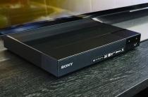 ディスクメディアからDLNAやネット動画までいろいろ再生できて、かなり使いみち幅がありそうな「BDP-S6700」。