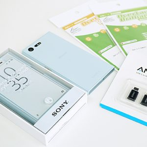 「Xperia X Compact」をひとまず快適に使えるグッズを揃えてみた。SONY純正の「Style Cover Touch」が超お気に入り。