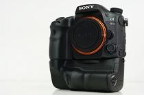 デジタル一眼カメラ α99IIと縦位置グリップに、レリーズのストロークを調整する有料のカスタマイズサービスを3月2日(木)から開始。