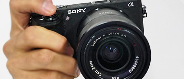 デジタル一眼カメラ α6300 / α6500 にソフトウェアアップデート。E 18-135mm F3.5-5.6 OSS「SEL18135」対応と動作安定性の向上。