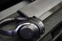 ホームシアターシステムにつないだ機器もテレビの音も、ワイヤレスヘッドセット「MDR-1000X」を連携させてたっぷり堪能しよう。