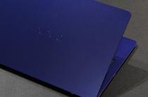 「VAIO Z | 勝色特別仕様」モデルをソニーストアで確認。予想外に鮮烈なカラーリング。
