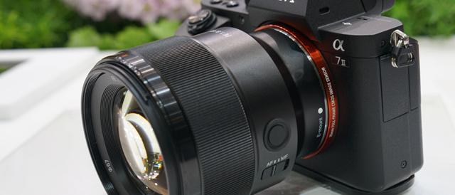 「CP+2017」ソニーブースレポート(その2)。軽くて小さい機動性とAFも速くて扱いやすいFE 85mm F1.8 「SEL85F18」