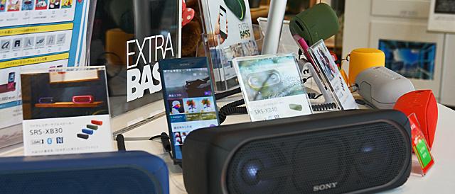 ワイヤレススピーカーEXTRA BASSシリーズの実機で遊んでみた。重低音と光ビカビカがかなりおもしろい「SRS-XB40」。グレネード弾みたいな「SRS-XB10」。