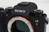 """ついにやってきたデジタル一眼カメラ""""α9""""外観編、触らないと気付かなかったやたらと細かい修正が入りまくりの良好な操作フィーリング。"""
