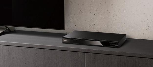 高解像度とHDRの最上の映像クオリティを堪能できる Ultra HD Blu-rayプレーヤー「UBP-X800」が登場。4K対応STBとしても使えて、LDAC接続してプライベートシアターにもできる。