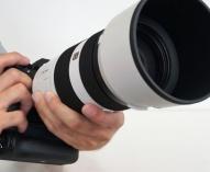G Master 望遠レンズ 「SEL70200GM」と 「SEL100400GM」にソフトウェアアップデート。α9に装着時、ズーム操作中のコンティニュアスAF精度の向上。