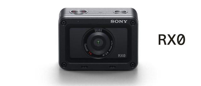 RXシリーズの高画質クオリティが超小型&タフネスになったコンパクトカメラ。最大15台連携で撮影スタイルの自由度は無限に広がる「RX0」。