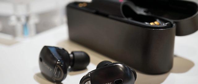 ワイヤレスノイズキャンセリングステレオヘッドセット「WF-1000X」をソニーストアで触ってきたレビュー。耳だけに装着して、有線の煩わしさとノイズから解放される快適さがツボ。