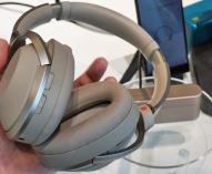 ワイヤレスノイズキャンセリングステレオヘッドセット「WH-1000XM2」をソニーストアで触ってきたレビュー。ノイキャンも再生機の音質すらも支配してる感が最高に心地いい。
