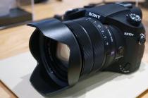 デジタルスチルカメラ「RX10Ⅳ」を、ソニーストアで触ってきたレビュー。実機を触ってわかる超高速&追従っぷりが凄いAFと連射性能が突出しすぎて「RX10Ⅲ」とは完璧にベツモノ。