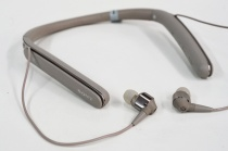 持ち運びのしやすさと、ノイズキャリング性能や音質というクオリティも両立させてしまった、ワイヤレスノイズキャンセリングステレオヘッドセット「WI-1000X」。