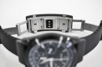 シンプルに単独利用も、ヘッド部と組み合わせて時計としても使える「wena wrist active」。バンド調整からヘッド取り付けまで外観レビュー。