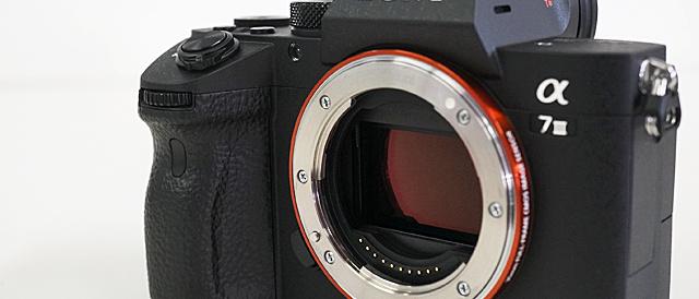 デジタル一眼カメラ α7III レビュー(その2)α7/α7IIからのボディの変遷から使い心地をチェック。