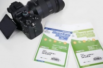 α7IIIの背面ディスプレイを保護しておこう。純正は、保護ガラスシート「PCK-LG1」だけなので、好みで液晶保護フィルムも貼ってみる。