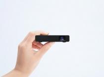 手軽に持ち運べる、投写しながら給電できるモバイルプロジェクター「MP-CD1」