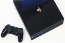 濃紺色のスケルトンデザインの「PlayStation®4 Pro 500 Million Limited Edition」の外観レビュー。