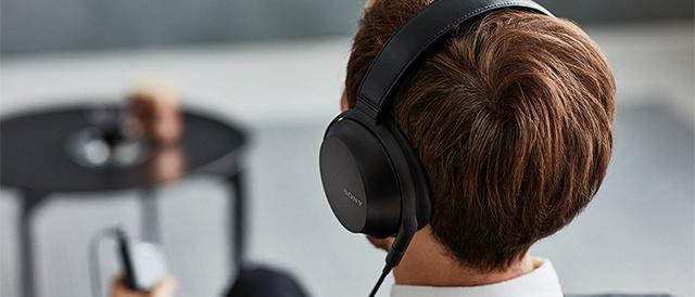低域から100kHzの超高域まで再現する高音質と快適な装着性を兼ね備えたステレオヘッドホン「MDR-Z7M2」