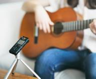 リニアPCM 96kHz/24bitのハイレゾ音源を録音再生できるコンパクトなリニアPCMレコーダー「PCM-A10」、ラジオ番組の録画/再生・語学学習がかんたんにできるポータブルラジオレコーダー「ICZ-R260TV」を10月6日に発売。