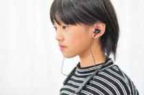 Bluetoothワイヤレスとノイズキャンセリング機能をもったネックバンドタイプのステレオヘッドセット「WI-C600N」。「Google アシスタント」も使えて実用性もある。