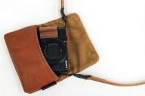 RX100シリーズを愛でるためのアイテム(その4)ULYSSES製「レザーカメラケース クッシーノ」