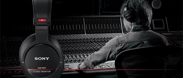 プロ用のハイレゾ音源に対応したスタジオモニターヘッドホン「MDR-M1ST」、従来のモニターヘッドホン「MDR-CD900ST / EX800ST」とあわせてソニーストアで先行予約販売開始。