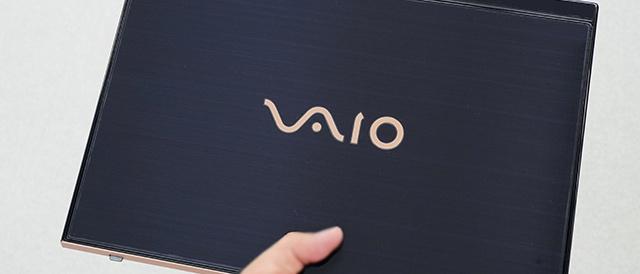 VAIO 5th Annieversary 勝色特別仕様カラーを全力で守りたい!VAIO SX14の天板に、高光沢フィルムを貼ってみる。