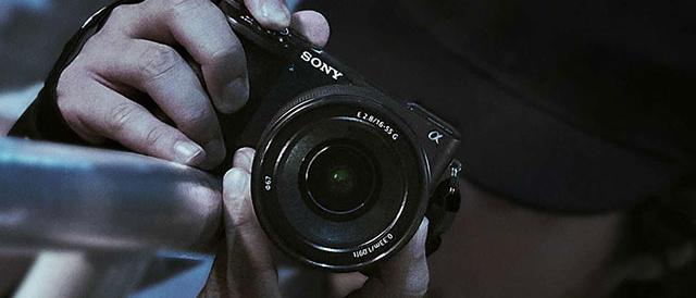 海外で、ボディ内手ブレ補正と大容量バッテリーを搭載するAPS-Cミラーレスカメラα6600と、動きの速い被写体を確実に捉える超高速AFを持つコンパクト&軽量かつリーズナブルなモデルα6100を発表。<追記:国内でも発表!>