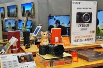 APS-Cミラーレス一眼カメラ「α6600」をソニーストアで触ってきたレビュー。コンパクトボディに手ブレ補正や大型化したグリップ、大容量バッテリーを備えてコンパクトでも圧倒的に使いやすいカメラに。