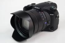 デジタルスチルカメラ「RX10Ⅳ(DSC-RX10M4)」にソフトウェアアップデート ver.2.00。リアルタイム瞳AFの動物対応や、瞳AFのシャッターボタン半押し対応などを実装。