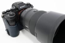道具であるカメラにさらに愛着と写欲が増す、レザー素材のボディを保護する「ULYSSES α7R IV / α9 II ボディスーツ」
