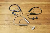 テレワークや屋内での運動などにオススメのマイクつきヘッドホン。スマホとBluetooth接続してハンズフリーで使えるネックバンドタイプのワイヤレスヘッドホン。