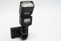 デジタルカメラ「VLOGCAM ZV-1」に備わるマルチインターフェースシューはどこまで活用できる?手持ちにあるマイクやフラッシュ、モニターをいろいろ装着して、使えるものと使えないものを調べてみた。