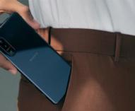 5G対応、フラッグシップレンジスマートフォン 「Xperia 5 II」。リフレッシュレート120Hz駆動ディスプレイと240Hzの残像低減技術を搭載。バッテリー容量は「Xperia 1 II」と同等の4,000mAh。