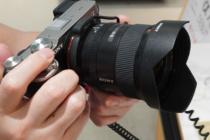 フルサイズミラーレス一眼カメラ α7C を触ってきたレビュー(その5)いろいろなEマウントレンズをα7Cに装着してみた。ボディ+レンズの総重量もチェックしておこう。