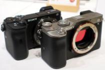 フルサイズミラーレス一眼カメラ α7C を触ってきたレビュー(その1)フルサイズボディ α7III、APS-Cボディ α6600 と一緒に並べて比較。実際に触って実感する α7C の凝縮感。