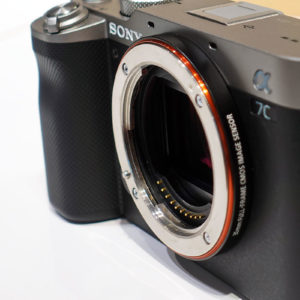 フルサイズミラーレス一眼カメラ α7C を触ってきたレビュー(その2)性能を維持したまま小さく軽くなったコンパクトボディをくまなくチェック。