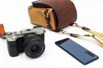 お出かけフルサイズミラーレス一眼カメラ α7C がもっと愛おしくなるアイテム(その1)ULYSSES 本革&帆布カメラバッグ ボルセッタ。