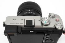 お出かけフルサイズミラーレス一眼カメラ α7C がもっと愛おしくなるアイテム(その6)ほんの少しだけ見た目を変えてみたい、アクセサリーシューキャップを取り替えてみる。