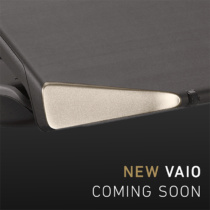 VAIO公式サイトに「NEW VAIO COMING SOON」のティザー広告第2弾。カーボン素材と思われる天板と、ナナメにカットされた角にゴールドのプレート、やたら加工技術が凄いことに。
