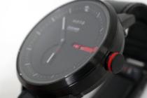 シンプルデザインのボディに赤いラインが映える「wena Three Hands Premium Black designed by Giugiaro Architettura」。wena3との組み合わせが最高にカッコイイ!