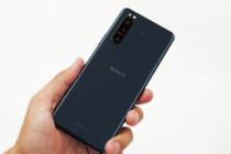 ハイエンド機能をコンパクトボディに詰め込んだ 5G対応 SIMフリーモデル「Xperia 5 II (XQ-AS42)」。カメラ、オーディオ、ゲームや機能性能をチェックする。